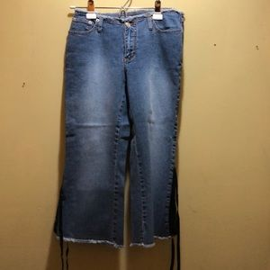 R4R Jean Capris with Lace on the Legs